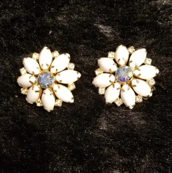 Hobe Jewelry - HOBE large white earrings